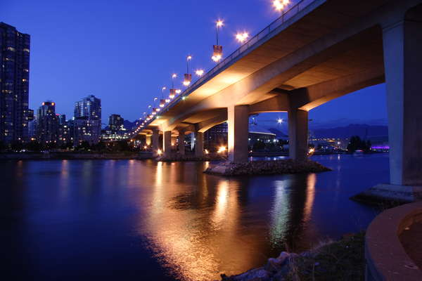 view--cambie_bridge_at_night