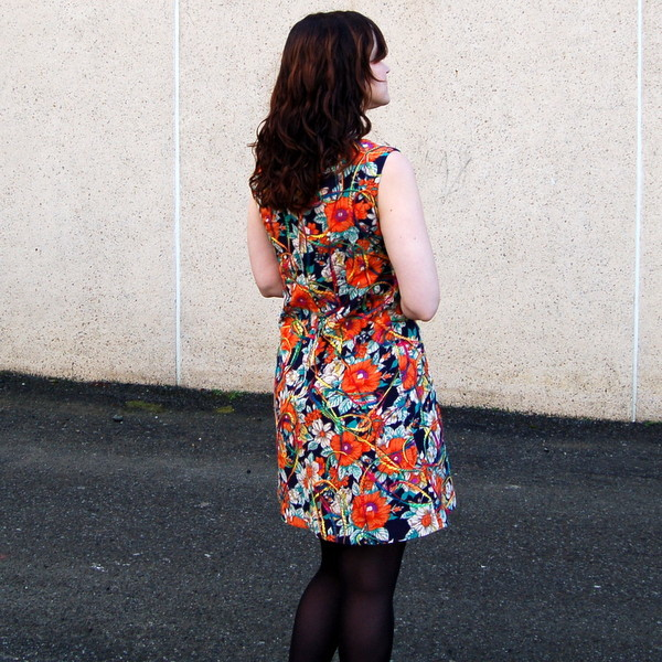 simplicity 8498 vintage dress back view