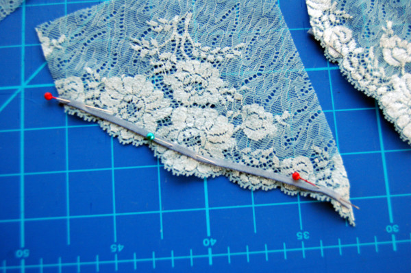 elastic sewn to scalloped edge lace