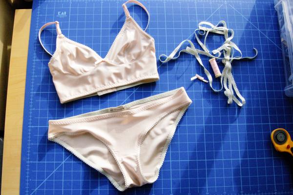 cloth habit watson bra in peach and mint, set
