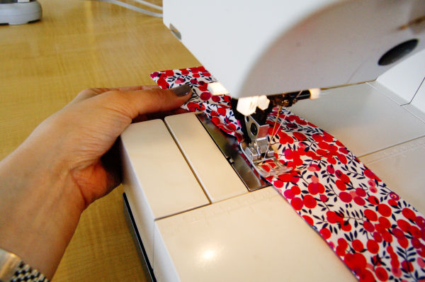 sewing the shirt collar 18